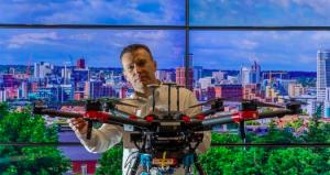英国工程师发明道路修复无人机 3D打印沥青补裂缝